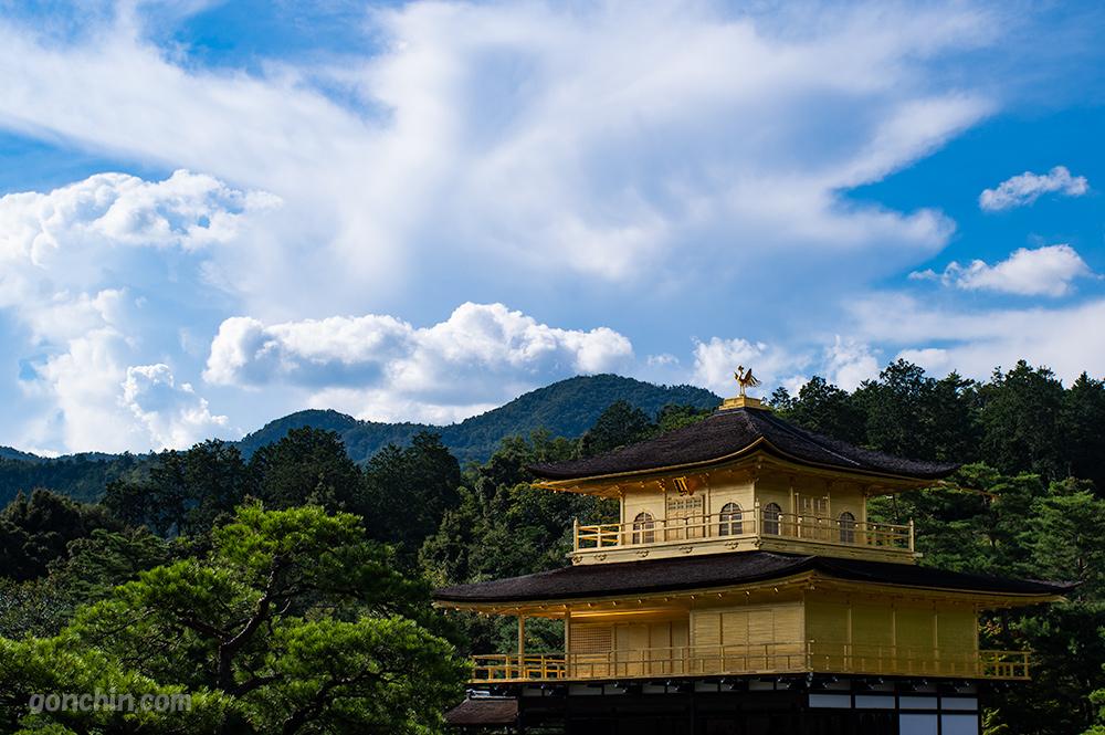 金閣寺と青空