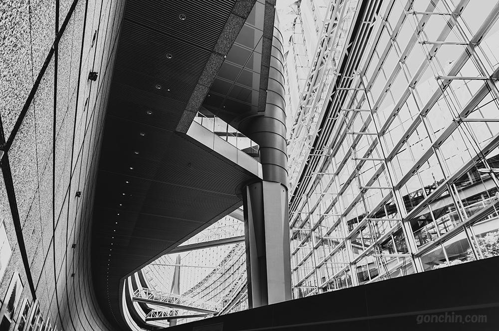 東京国際フォーラムのモノトーン写真