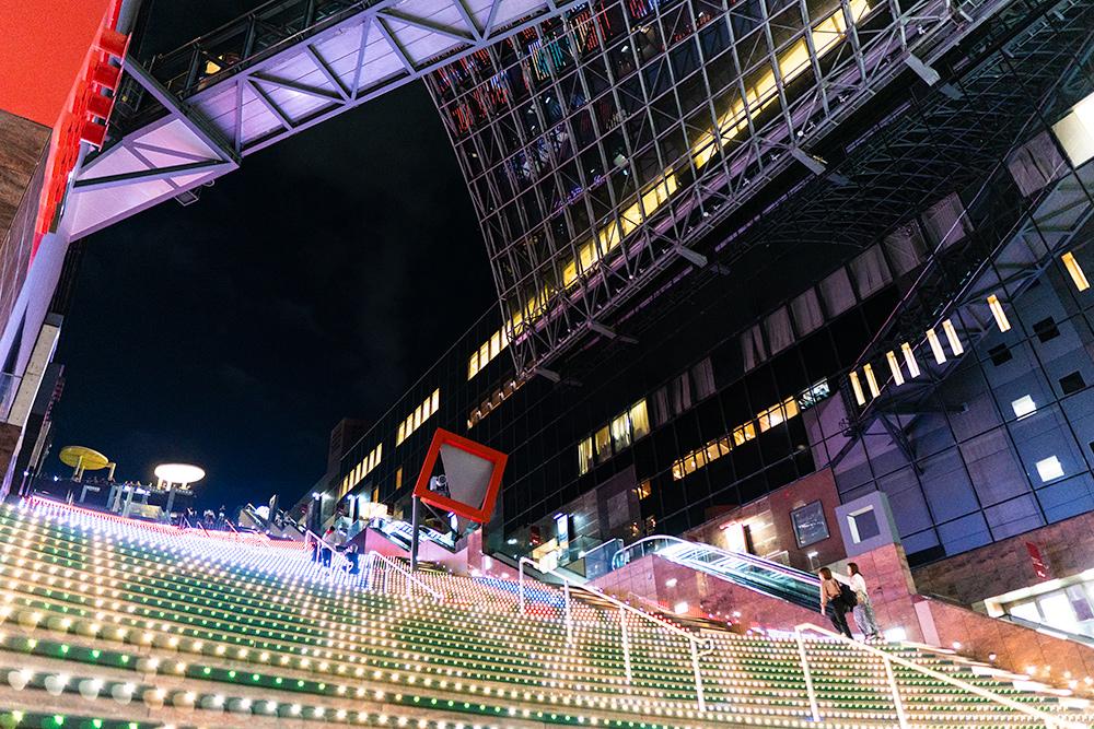 京都駅の大階段・夜