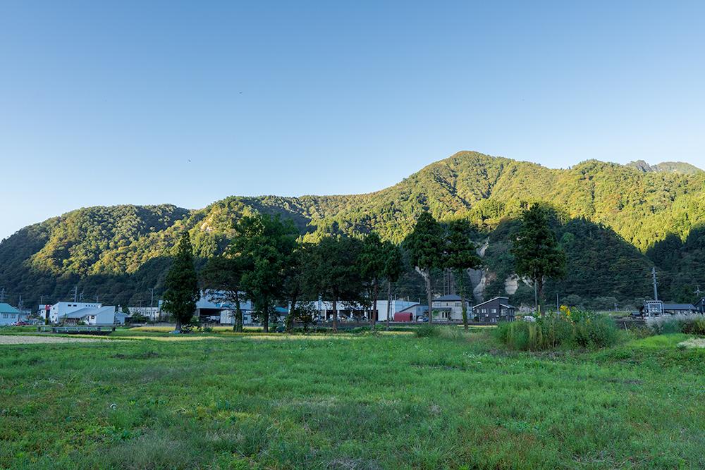 湯沢温泉の山